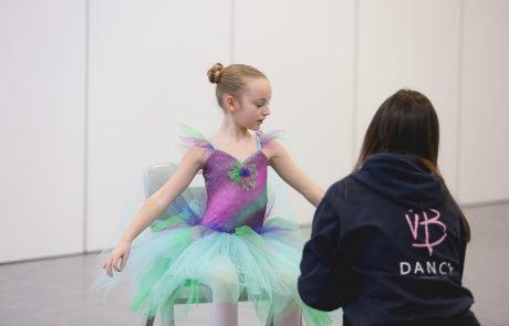 Victoria teaching a trial class